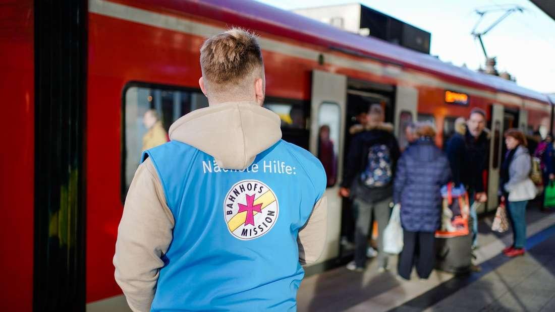 Die Bahnhofsmission kümmert sich seit 1897 um Reisende.