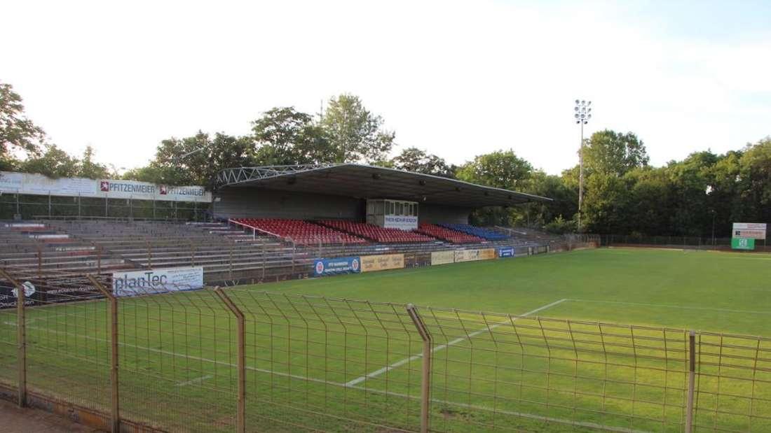 Die Haupttribüne des Rhein-Neckar-Stadions -Heimat des VfR Mannheim (6. Juli 2019).