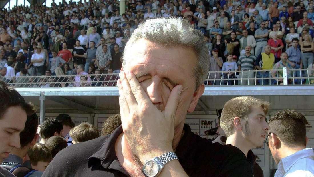 Uwe Rapolder trauert nach dem verpassten Bundesliga-Aufstieg 2001.