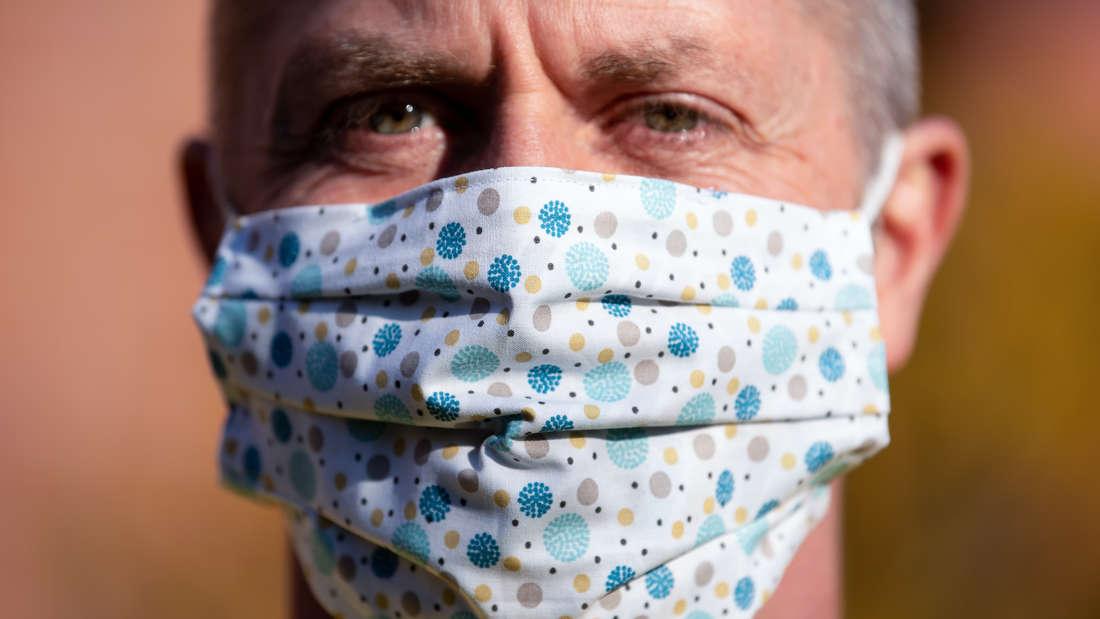 Coronavirus - Schutzmasken kann man ganz einfach selber machen