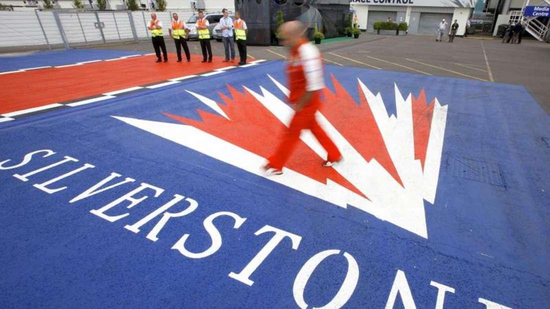 Die Entscheidung über den Formel-1-Klassiker in Silverstone muss bis spätestens Ende April fallen. Foto: Jens Buettner/dpa