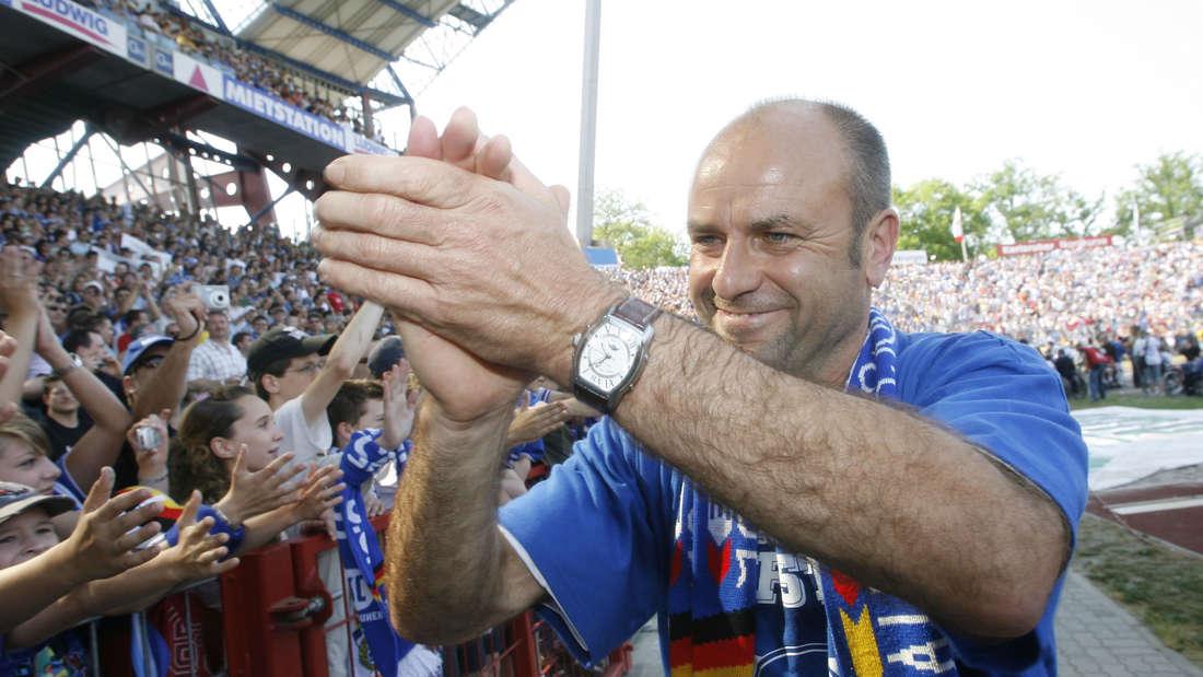 Ede Becker führt den Karlsruher SC 2007 in die Bundesliga.