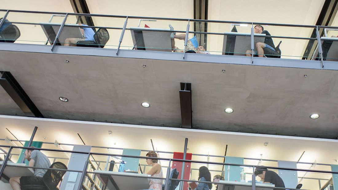 Den Studenten stehen sechs Bibliotheken in Mannheim zur Verfügung.