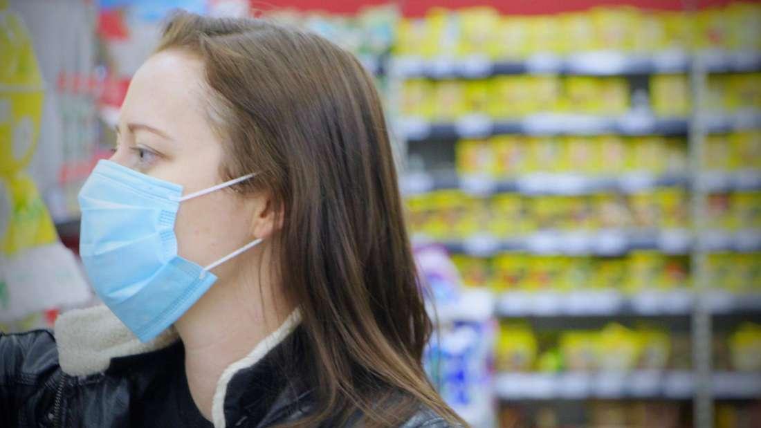 Baden-Württemberg: Beim Einkaufen und im öffentlichen Nahverkehr ist das Tragen einer Atemschutzmaske ab dem 27. April Pflicht.