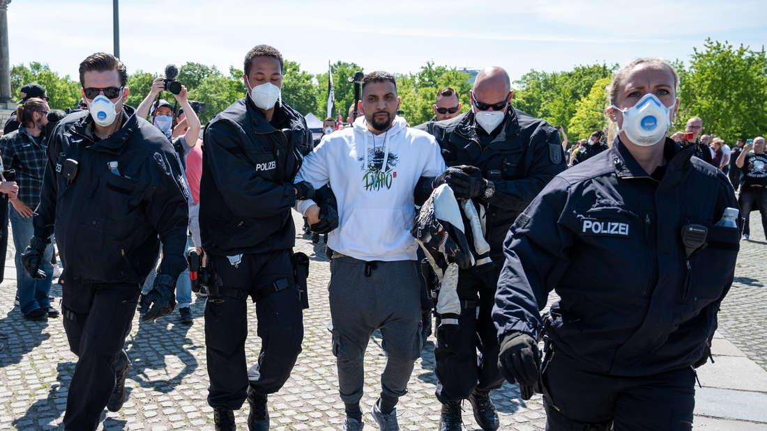 Coronavirus - Demonstration vor dem Bundestag