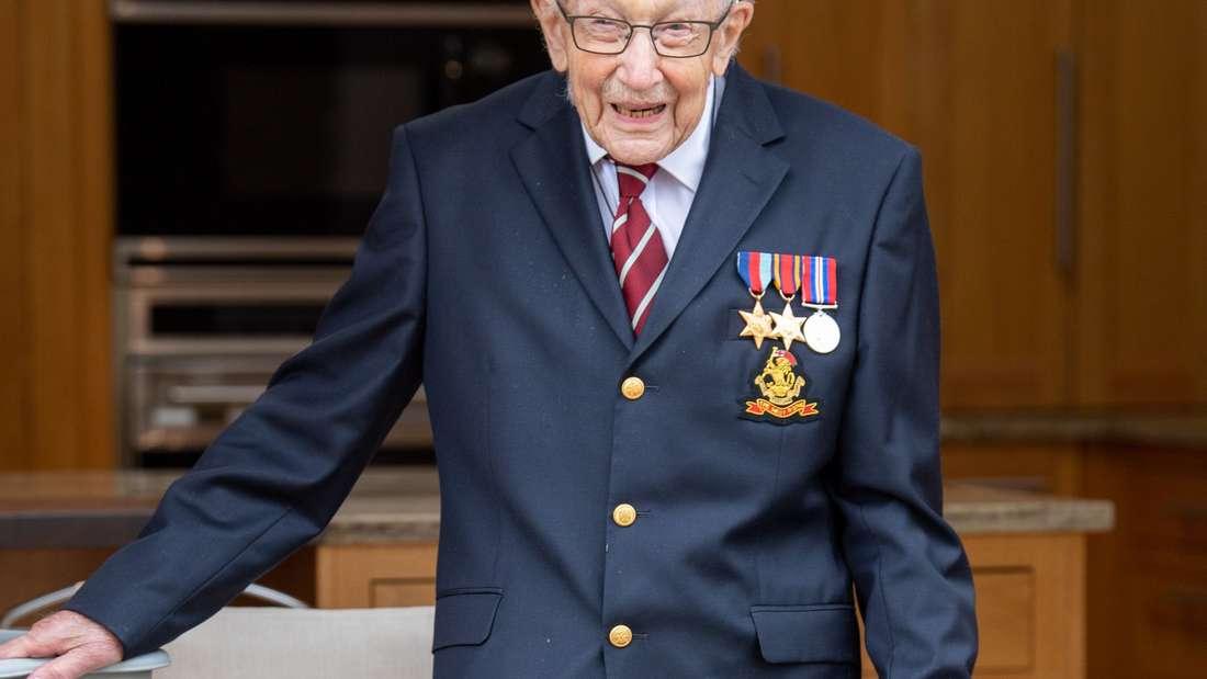 Britischer Corona-Held Kapitän Tom Moore soll zum Ritter geschlagen werden.