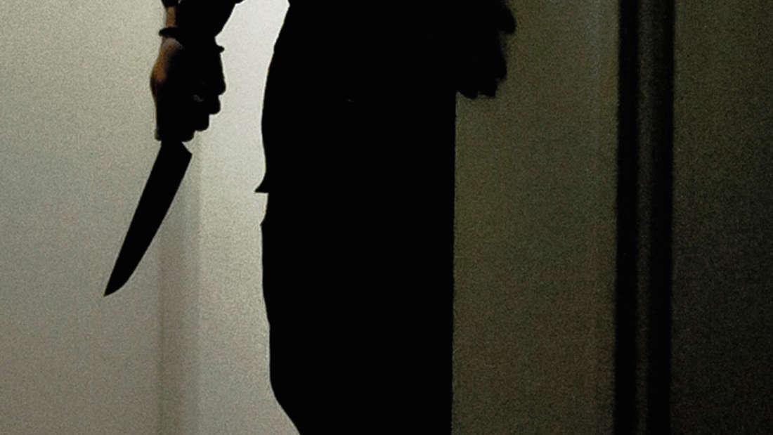 Mann ersticht Freundin und stellt sich (Symbolfoto).