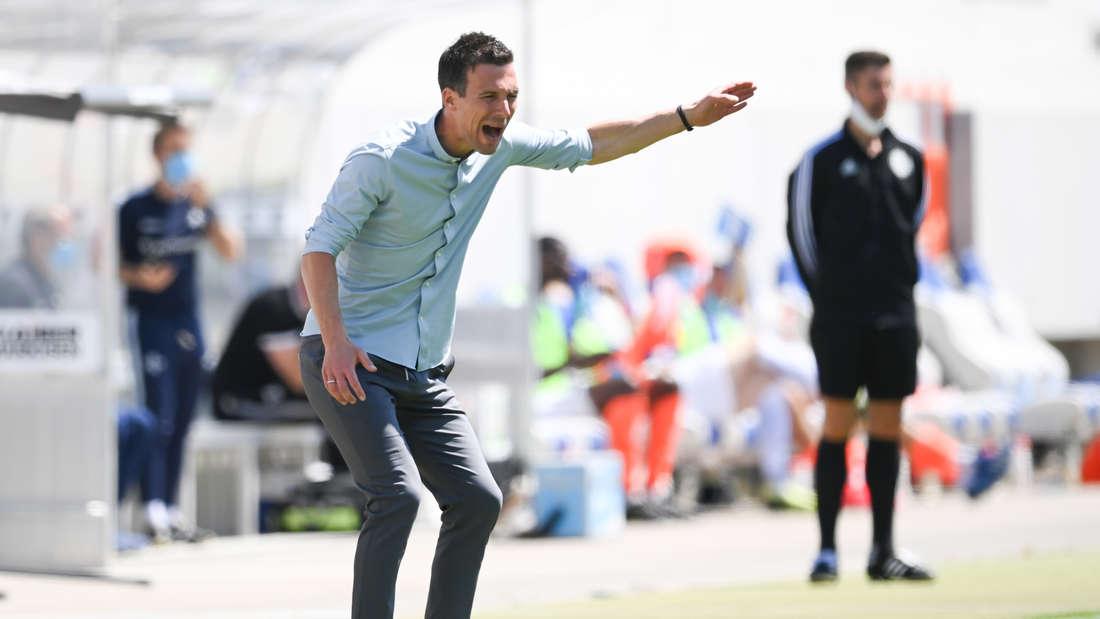 KSC-Trainer Christian Eichner beim Spiel gegen den SV Darmstadt 98.
