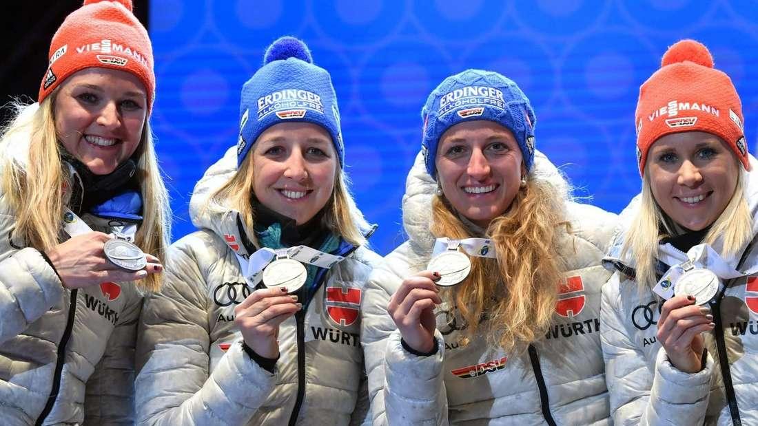 (von links): Denise Herrmann, Franziska Preuß, Vanessa Hinz und Karolin Horchler gewannen bei der WM 2020 in Antholz Silber in der Staffel und sind auch in der Saison 2020/21 Teil des deutschen Teams.