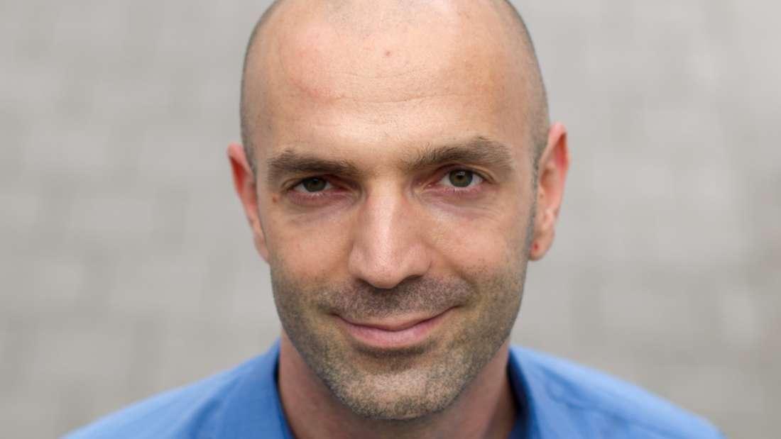 Virologe Jonas Schmidt-Chanasitder Leiter der Virusdiagnostik des Bernhard-Nocht-Institut für Tropenmedizin in Hamburg