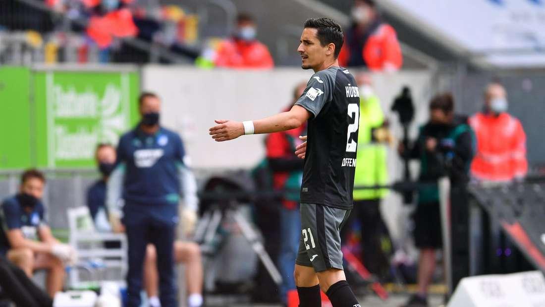 Hoffenheim-Kapitän ärgert sich nach seinem Platzverweis gegen Fortuna Düsseldorf.
