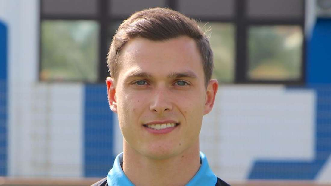 Raffael Korte vom SV Waldhof Mannheim schaut in die Kamera.