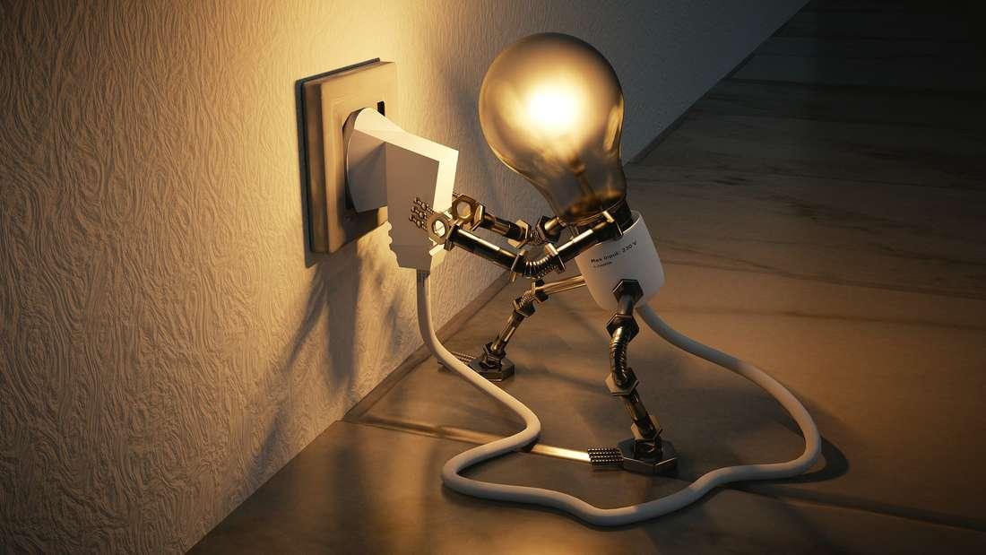 Grafik Glühbirne steckt einen Stromstecker an