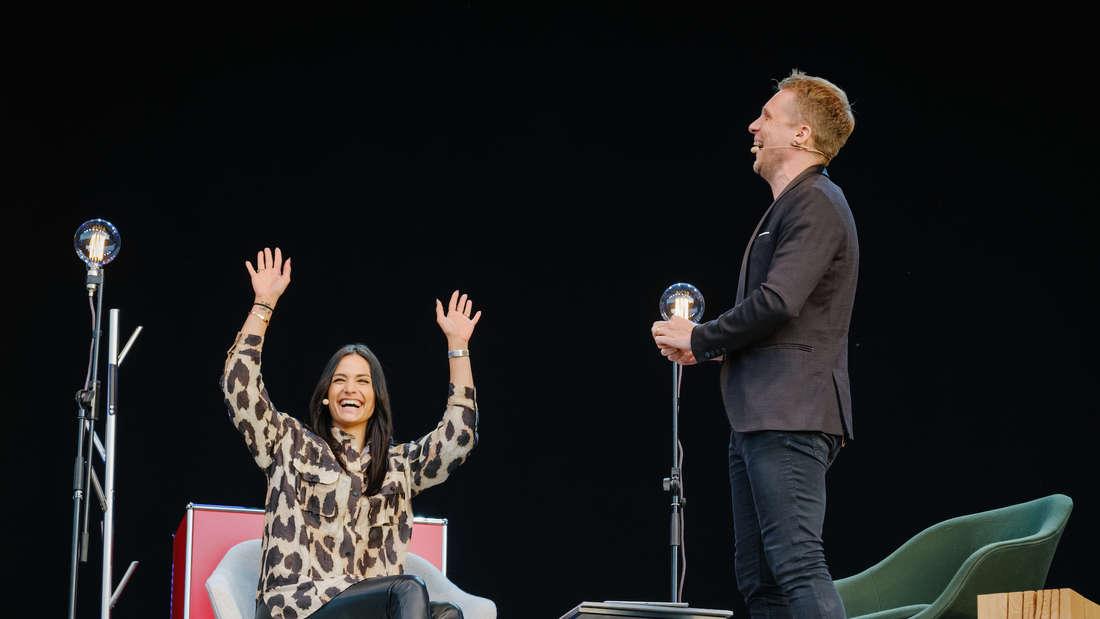 Oliver Pocher und Amira Pocher auf der Bühne
