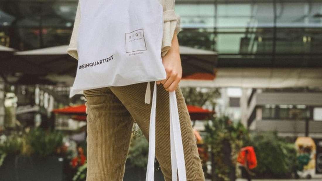 Newsletter-Abonnenten bekommen eine exklusive Q 6 Q 7-Shopping Bag.