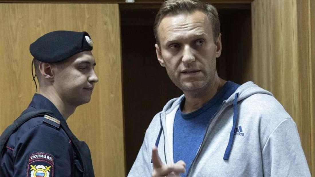 Kremlkritiker Alexej Nawalny soll nach einer möglicher Vergiftung in Berlin behandelt werden. Foto: Pavel Golovkin/AP/dpa