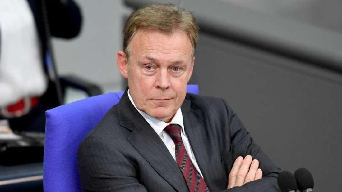 Thomas Oppermann sitzt auch dem Ethikkomitee des Deutschen Fußball-Bundes vor. Foto: Britta Pedersen/zb/dpa
