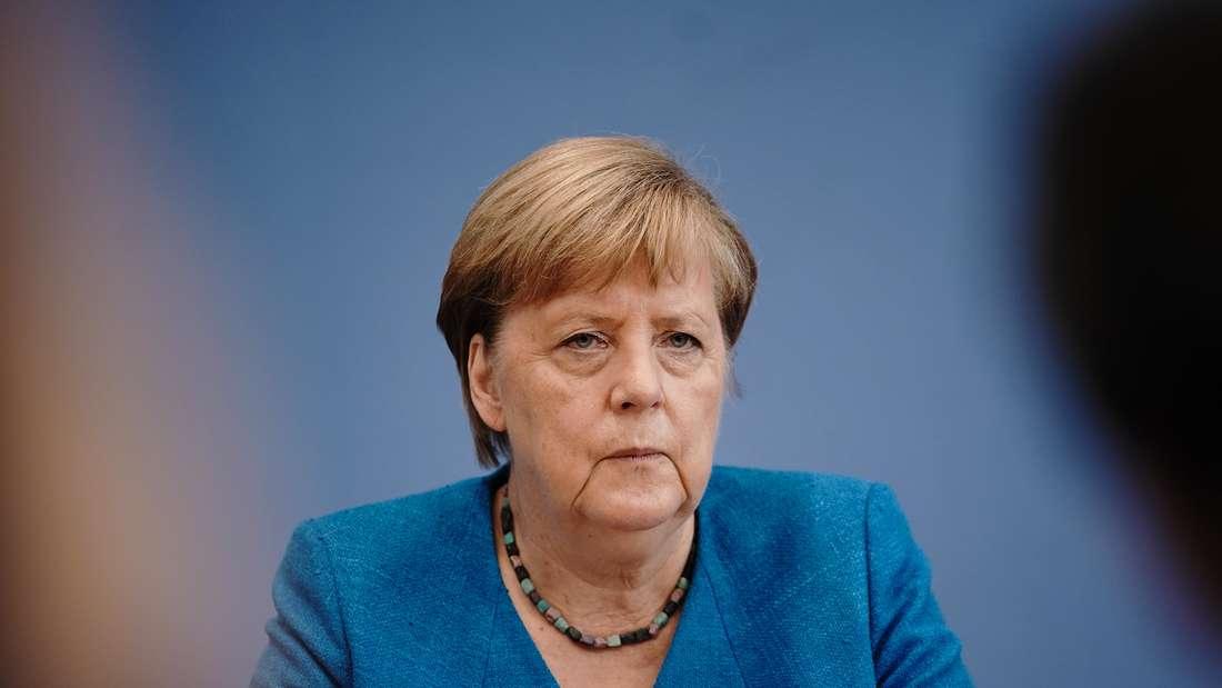 Bundeskanzlerin Angela Merkel (CDU) nimmt in der Bundespressekonferenz an ihrer traditionellen Sommer-Pressekonferenz zu aktuellen innen- und außenpolitischen Themen teil.