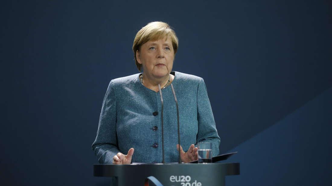 Bundeskanzlerin Angela Merkel (CDU) spricht im Kanzleramt vor den Medien während einer Erklärung zu den jüngsten Entwicklungen im Fall des russischen Regierungskritikers Nawalny.