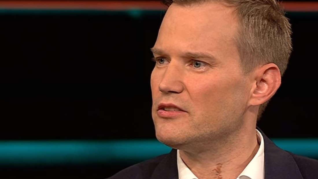 """Top-Virologe Hendrik Streeck wird in der ZDF-Talkshow""""Lanz"""" mit einer Anzeige konfrontiert."""