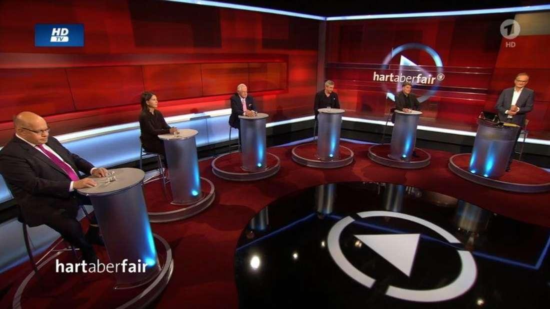 """Zum Thema """"Vergiftete Beziehungen: Wie umgehen mit Putins Russland?"""" diskutierte gestern Frank Plasberg mit seinen Gästen in der ARD-Talkshow """"Hart aber fair""""."""