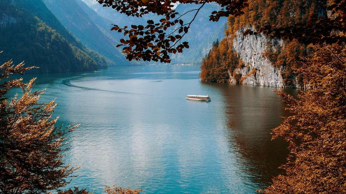 Weil Urlaubsorte in Deutschland – wie der Königssee – aktuell mit weniger Stress verbunden sind, konzentriert dich das Reisebüro darauf.