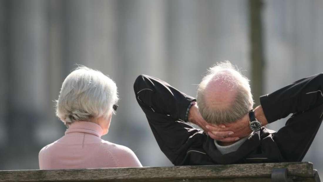 Laut einer Studie planen viele Paare einen gemeinsamen Übergang in die Rente. Foto: Stephan Scheuer/dpa