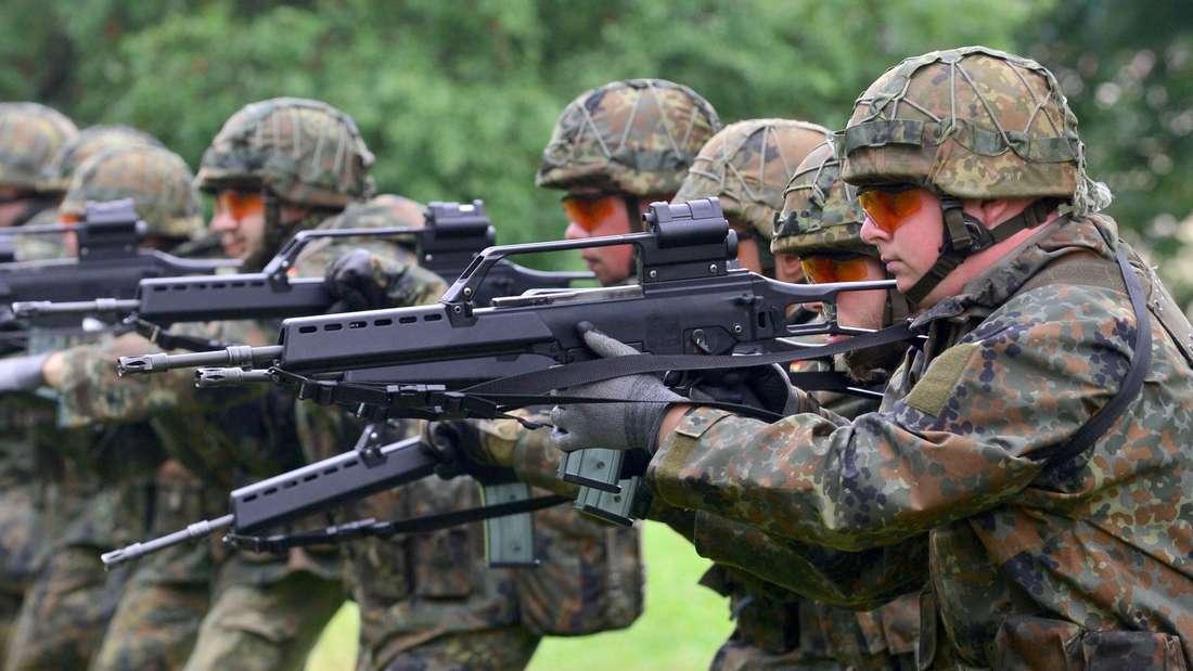Soldaten der Bundeswehr mit dem alten Sturmgewehr von Heckler & Koch.