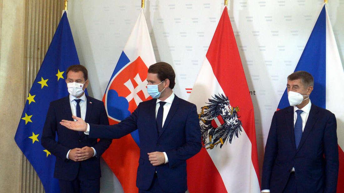 Sebastian Kurz, Bundeskanzler von Österreich, empfängt Igor Matovic (l), Ministerpräsident der Slowakei, und Andrej Babis, Ministerpräsident von Tschechien, zu einem gemeinsamen Treffen