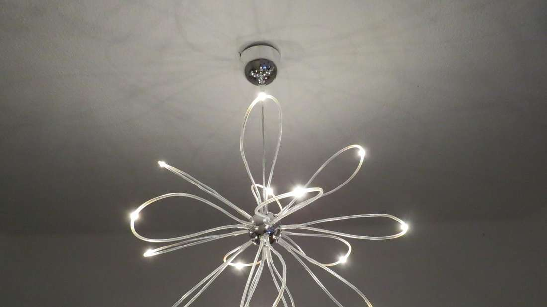 Mit LED lassen sich interessante Leuchten formen. Unterschiedliche Lichtquellen sorgen stets für die passende Beleuchtung im Raum.