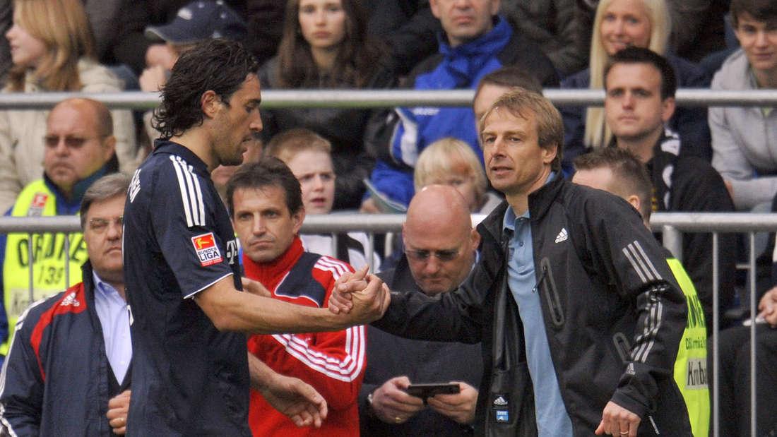 Beim letzten Spiel des FCB in Bielefeld war Jürgen Klinsmann (r.) noch Trainer und Luca Toni (l.) war der Torschütze des Tages.