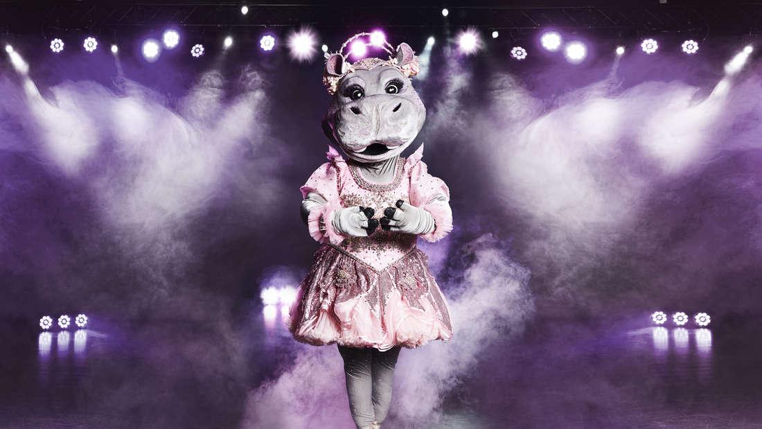 """Das Nilpferd ist eine Ballerina und tanzt und singt auf der """"The Masked Singer""""-Bühne."""