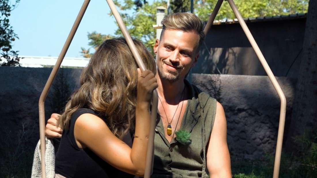Melissa und Daniel B. im emotionalen Gespräch