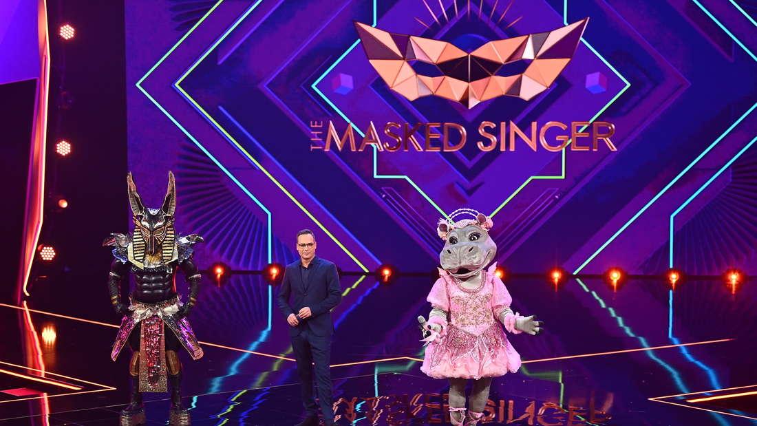 """Der Anubis und das Nilpferd warten bei """"The Masked Singer"""" auf die Entscheidung der Zuschauer."""