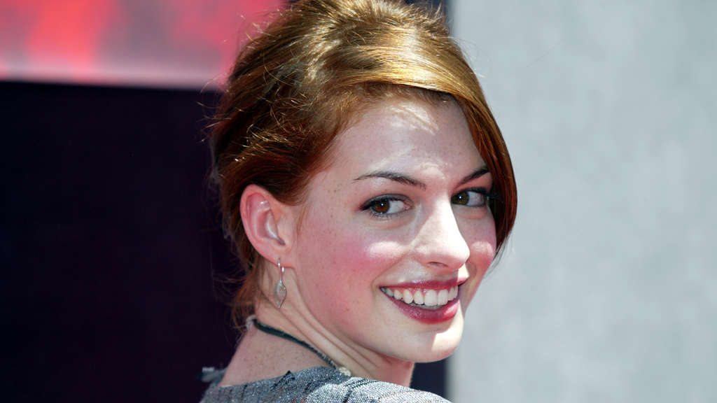 "US-Schauspielerin Anne Hathaway auf der Premiere von ""The Princess Diaries 2: Royal Engagement""."