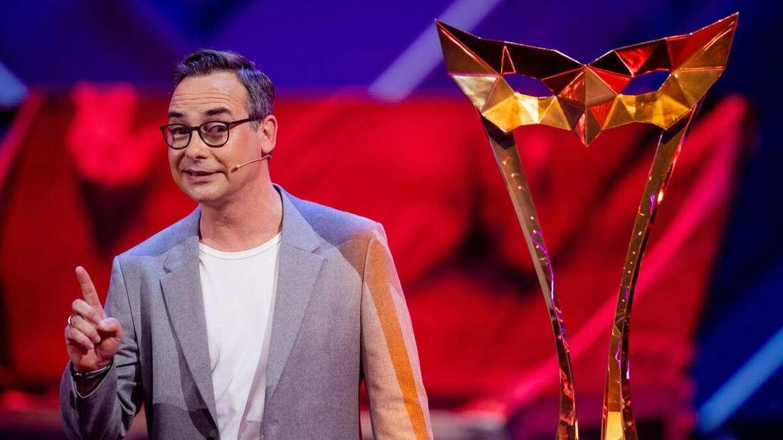 Moderator Matthias Opdenhövel steht in der Prosieben-Show «The Masked Singer» auf der Bühne.