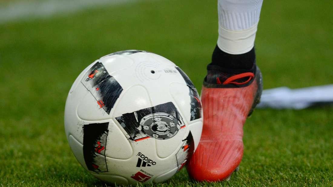 Ball und Fuß