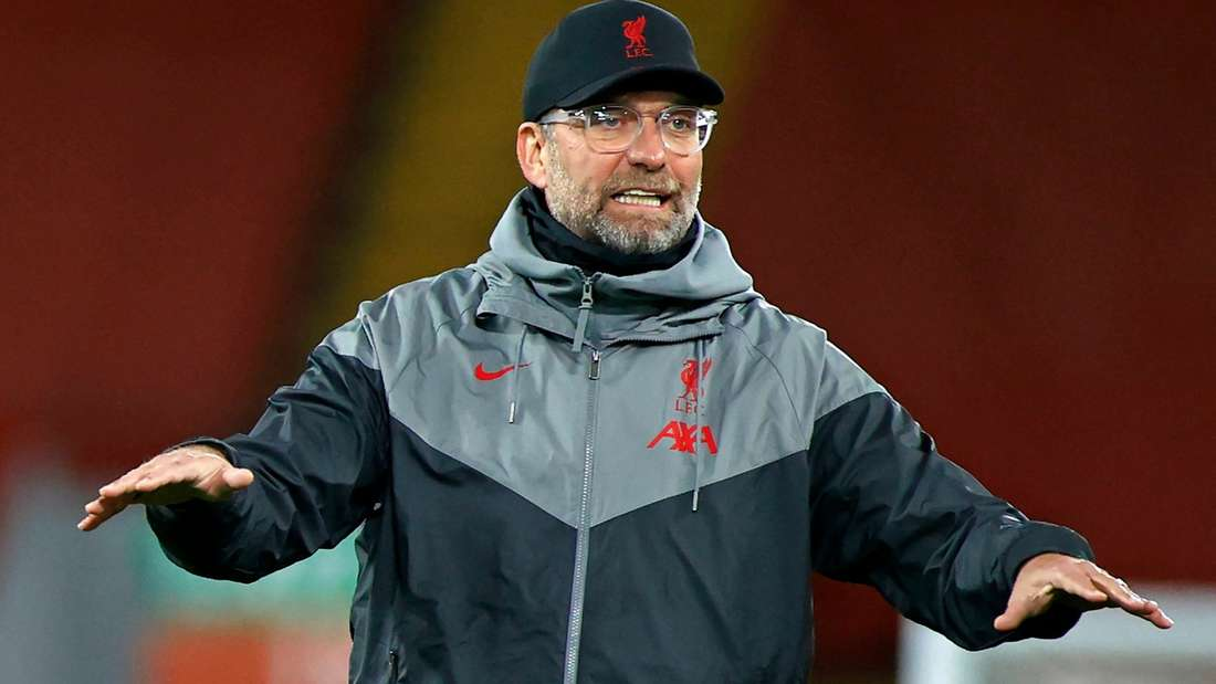 Liverpools Teammanager Jürgen Klopp gestikuliert