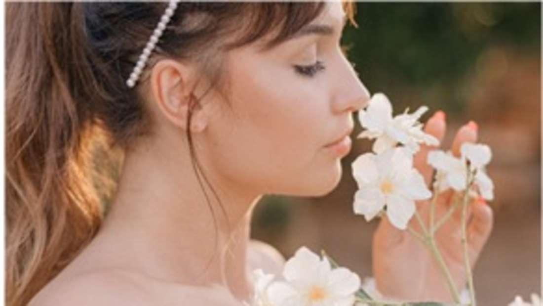 Der Duft einer Blume ist ebenso wunderbar wie das freie, ungehinderte Durchatmen. Nasenpolypen können beides verhindern und wirken sich so negativ auf die Lebensqualität aus.