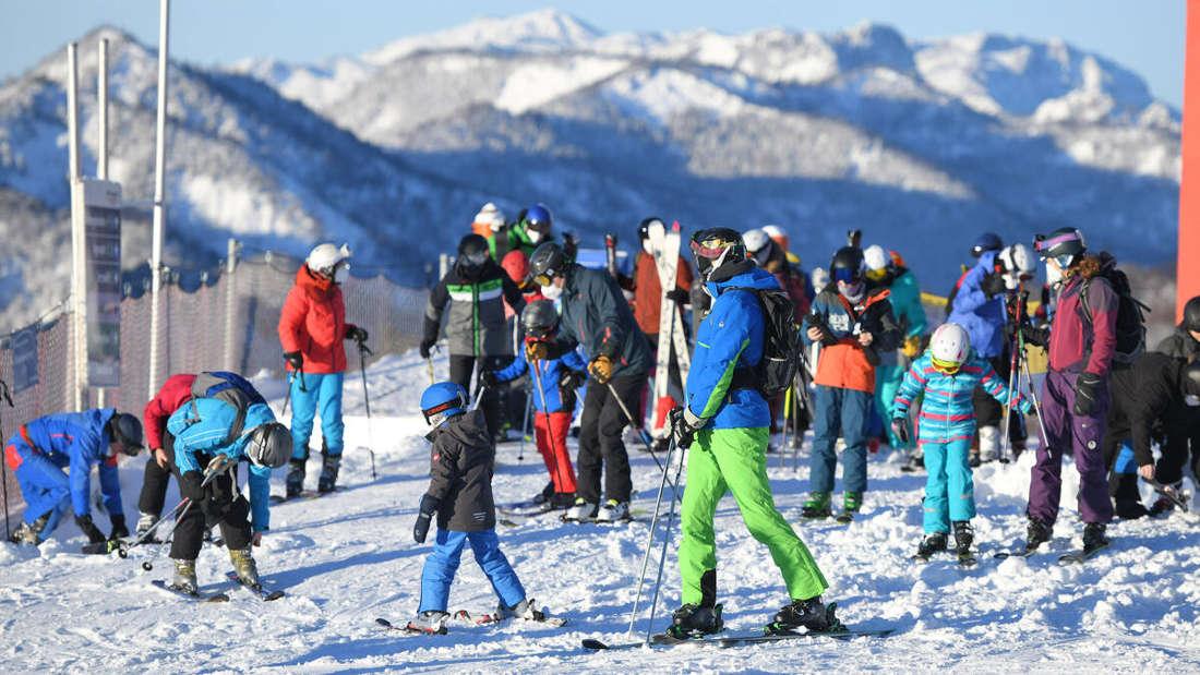 Grünau im Almtal: Am Wochenende rund um Weihnachten kamen bei gutem Wetter viele Wintersport-Fans - trotz der Corona-Auflagen.