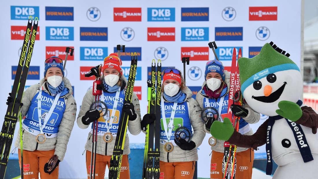 Biathlon in Oberhof: Die deutschen Damen jubeln über den Sieg in der Staffel.