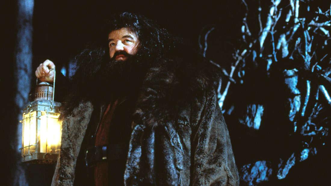 """Robbie Coltrane als Rubeus Hagrid im ersten Film der Reihe """"Harry Potter und der Stein der Weisen"""" aus dem Jahre 2001."""