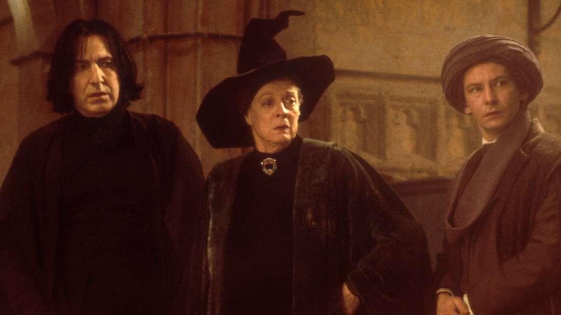 """Professor McConagall inmitten von Männern in """"Harry Potter und der Stein der Weisen"""""""