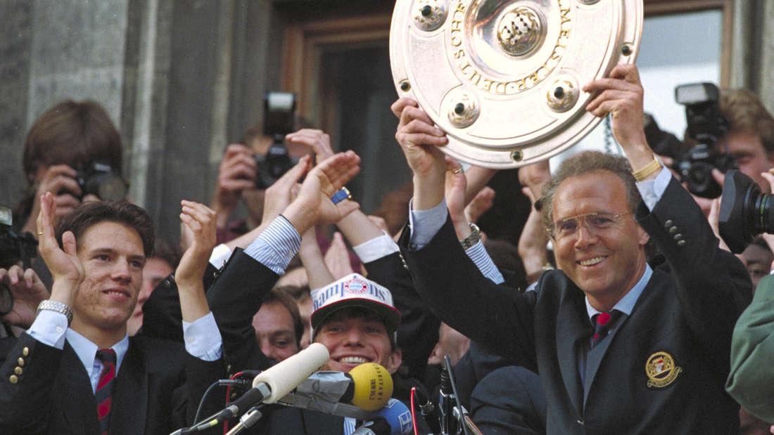 Der FC Bayern München feiert mit Franz Beckenbauer seinen Titel als Deutscher Meister 1996 auf dem dem Marienplatz.