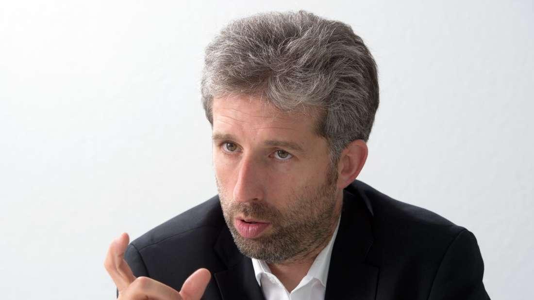 Boris Palmer (Bündnis 90 / Die Grünen), der Oberbürgermeister von Tübingen, antwortet in Stuttgart (Baden-Württemberg) auf Fragen von Journalisten.