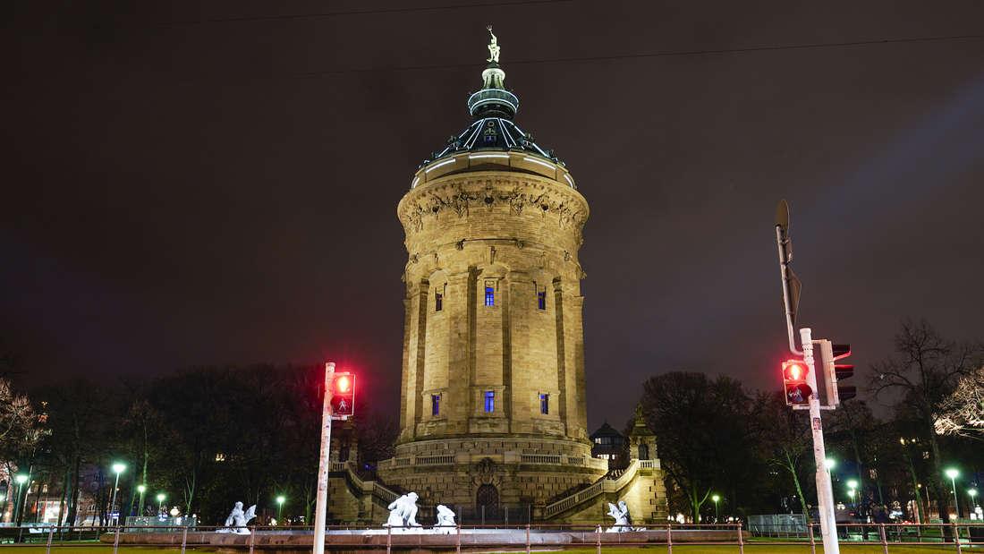Der Wasserturm in der Nacht.
