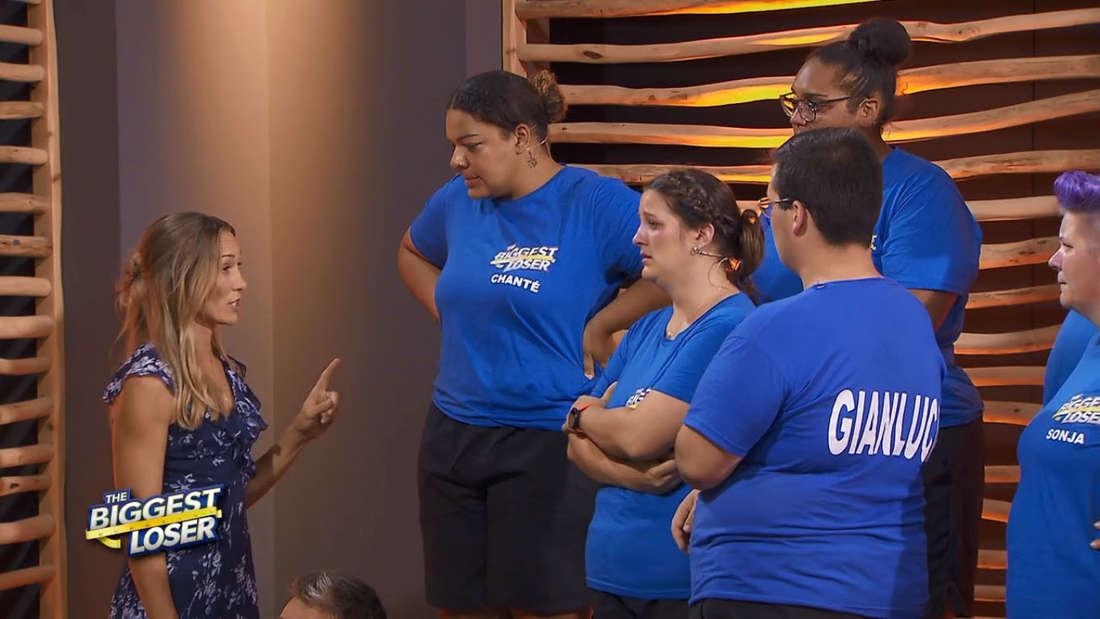 """""""The Biggest Loser""""-Chef Christine Theiss macht Kandidatin Chanté eine klare Ansage. Daneben stehen Carina, Cindy und Gianluca"""