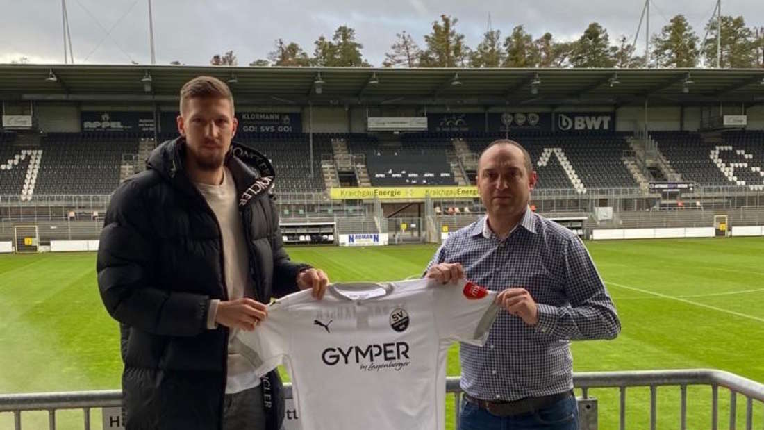 SVS-Sportchef Mikayil Kabaca (re.) mit Neuzugang Jannik Bachmann.