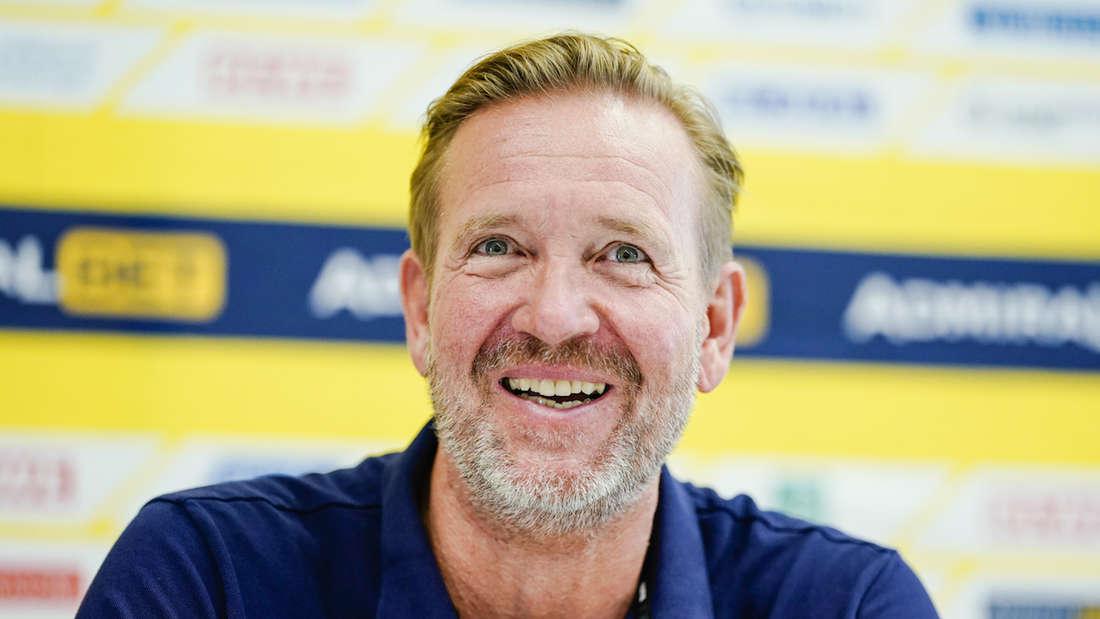 Löwen-Trainer Martin Schwalb spricht über die Fortsetzung der Handball-Saison.