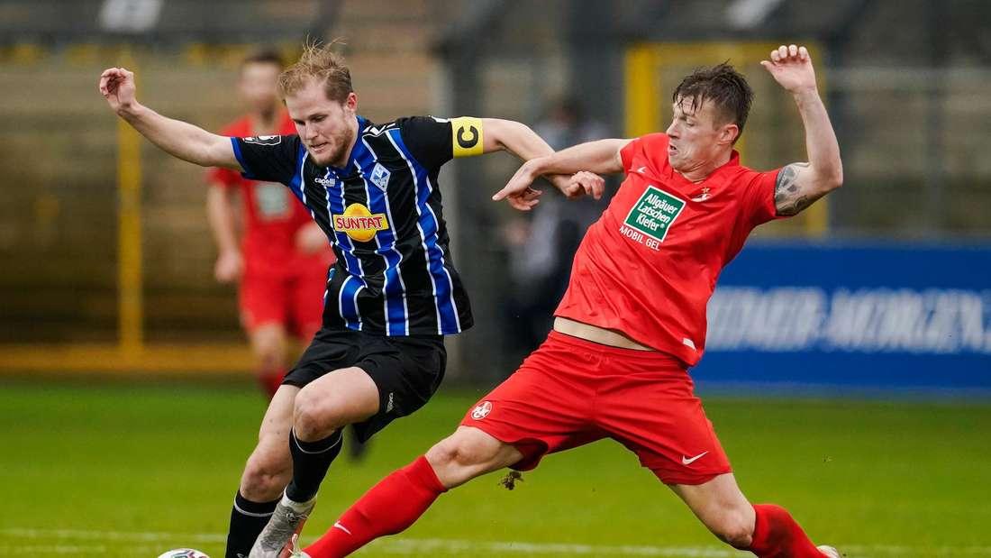 Marcel Seegert (li.) kann die Derby-Niederlage des SV Waldhof gegen den FCK nicht verhindern.